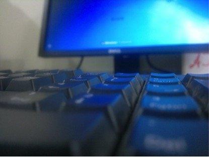 Survey reveals Arab women's online habits