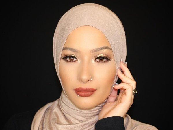 Hijab-wearing Muslim beauty blogger Nura Afia named as CoverGirl ambassador
