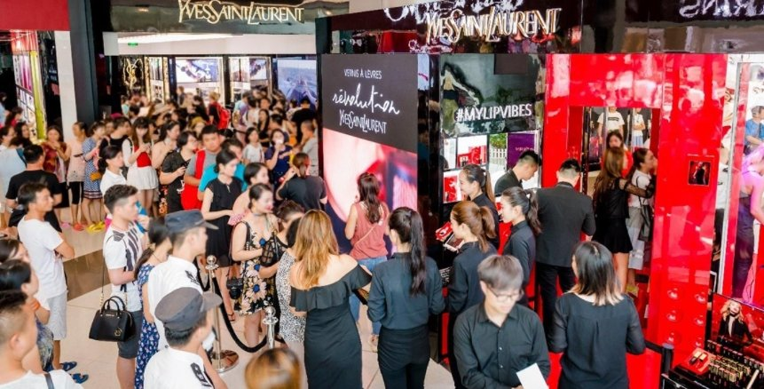 L'Oréal Travel Retail celebrates opening of new Haitang Bay Yves Saint Laurent boutique with three-day #MyLipVibes pop-up party