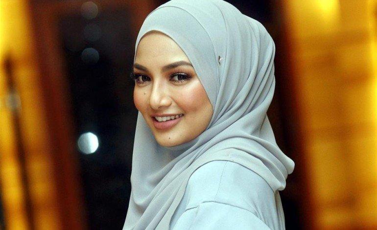 Malaysian TV star Neelofa becomes Lancôme's first hijab-wearing spokesperson