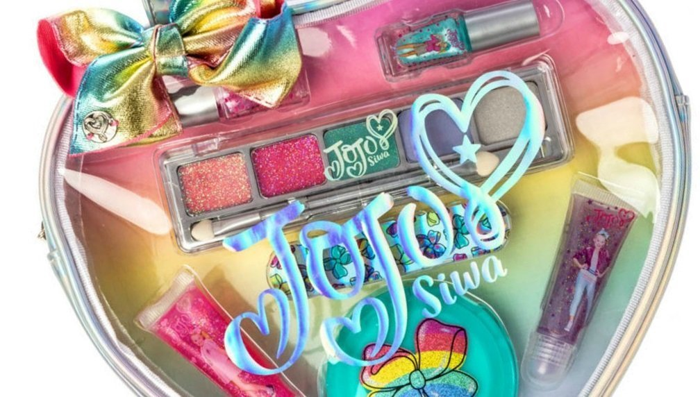 Consumers warned to steer clear as asbestos found AGAIN in Claire's Stores make-up